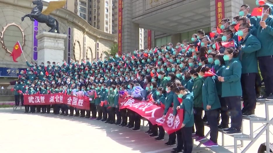 بعد احتواء المرض.. مغادرة آخر فريق طبي لووهان بؤرة فيروس كورونا في الصين