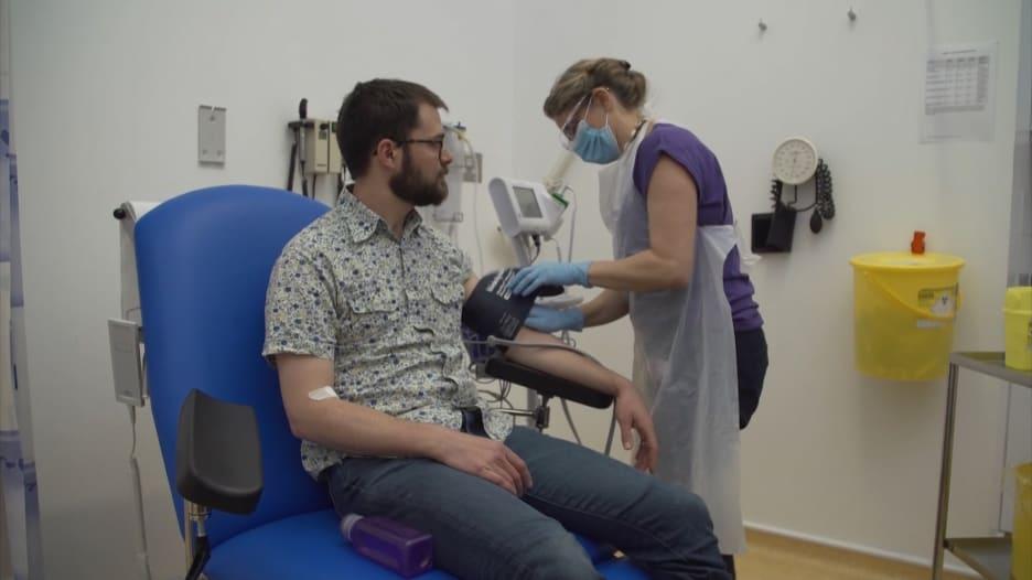 جامعة أكسفورد تبدأ تجارب بشرية للقاح محتمل لفيروس كورونا