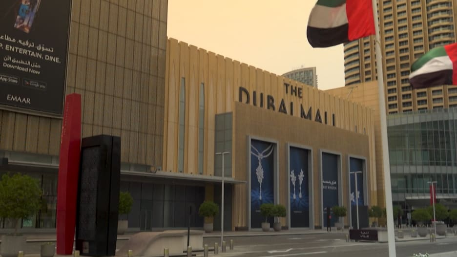 بإجراءات مشددة.. دبي تعيد فتح أكبر مركز تجاري في العالم