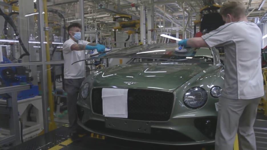 سبقتها إيطاليا وألمانيا.. عودة مصانع السيارات للعمل في بريطانيا بإجراءات معدّلة