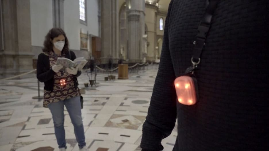 اعتماد جهاز يهتز بمجرد كسر التباعد الاجتماعي في إيطاليا