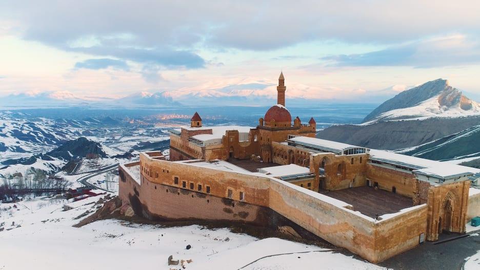 آخر نصب تذكاري للإمبراطورية العثمانية..تعرّف إلى قصر إسحاق باشا في تركيا