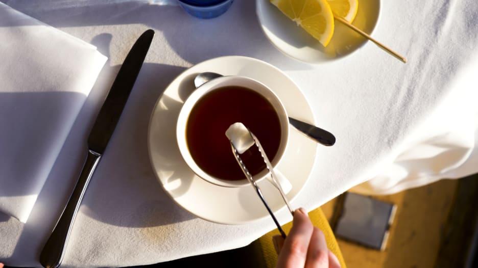 من المغرب إلى روسيا وصولاً إلى الهند..هكذا تصنع الشاي بـ3 طرق