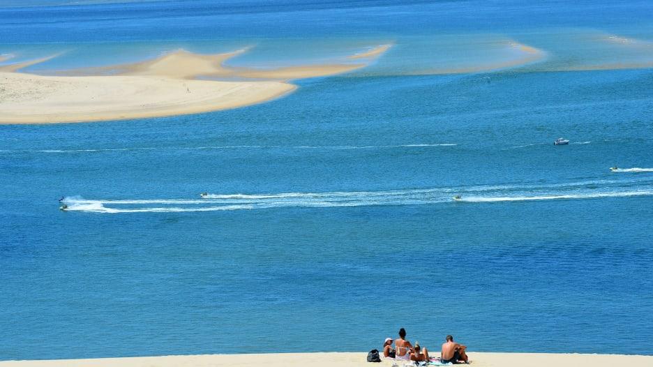 مع بدء تعافي فرنسا من جائحة فيروس كورونا..فتح إحدى أكبر الكثبان الرملية في أوروبا أمام الزوار