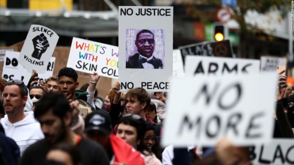 لماذا انتشرت مظاهرات جورج فلويد من أمريكا إلى بقية دول العالم؟