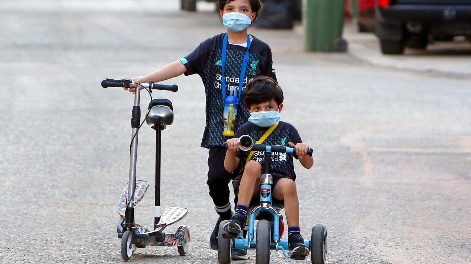 قد يشعرون بالقلقل.. كيف تساعد الأطفال على العودة للحياة الطبيعية؟