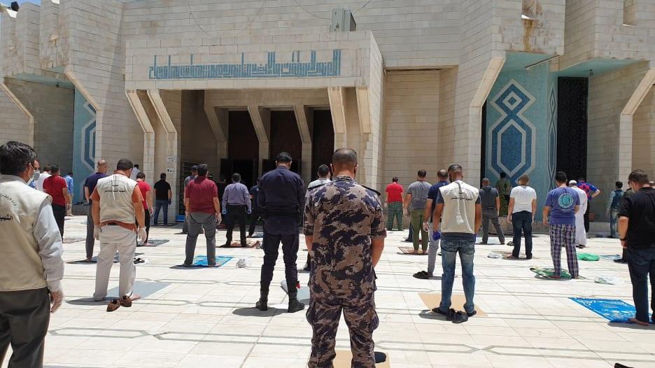 الأردنيون يودّعون آخر أيام الحظر الشامل