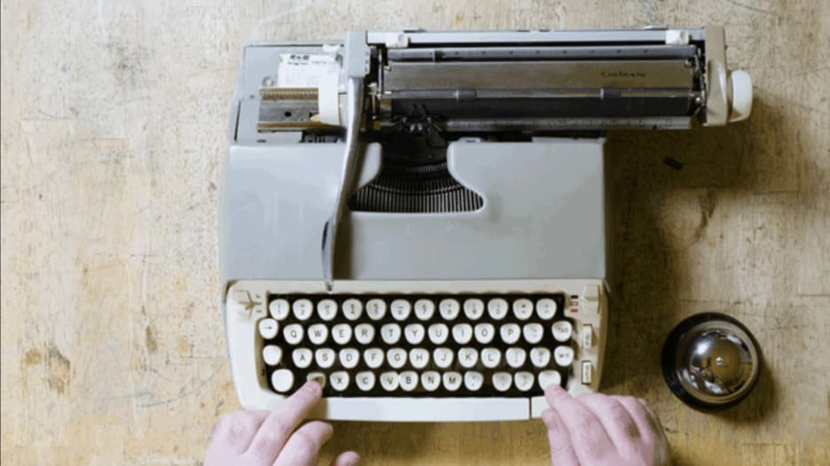 لن تصدق.. أوركسترا تستخدم آلات الطباعة القديمة كأدوات موسيقية