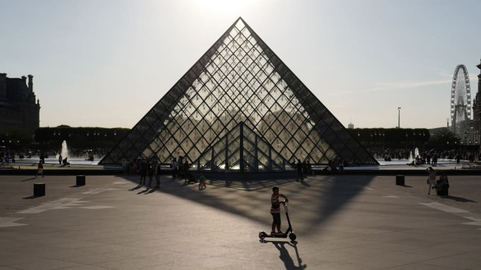 """من منزلك.. تجربة فريدة لزيارة فرنسا بدون معدات """"الواقع الافتراضي"""""""