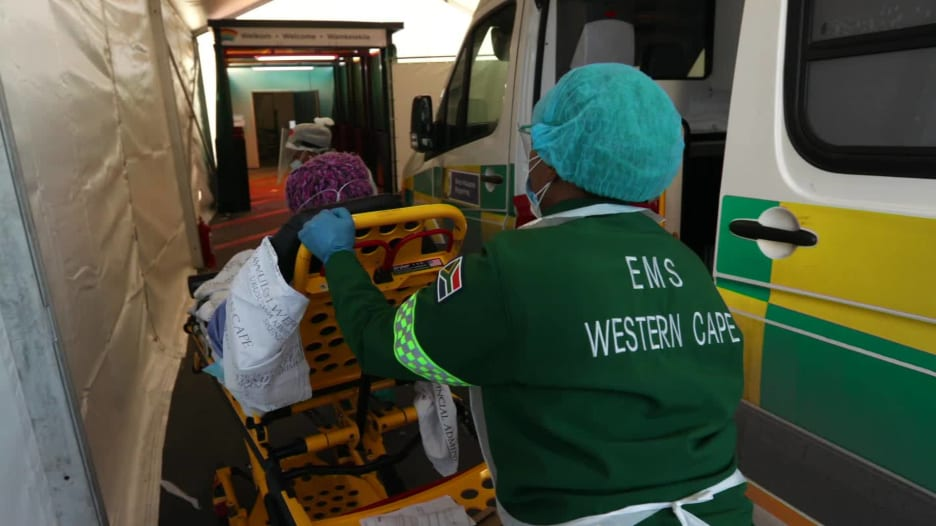 """""""تعلمنا من الصين وأوروبا والولايات المتحدة"""".. كيف تمكنت جنوب إفريقيا من السيطرة على معدل الوفيات الناجم عن فيروس كورونا"""