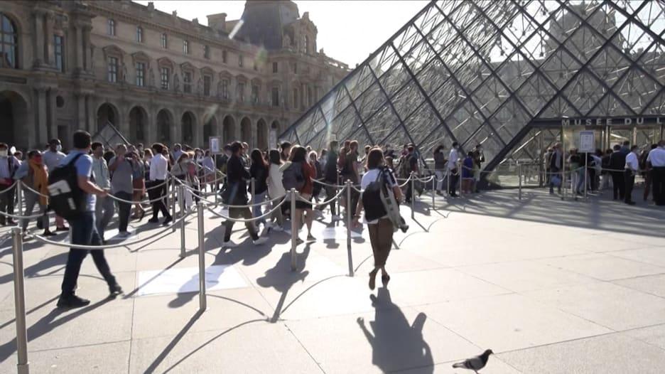 بعد 4 أشهر من الإغلاق .. متحف اللوفر في فرنسا يعيد فتح أبوابه