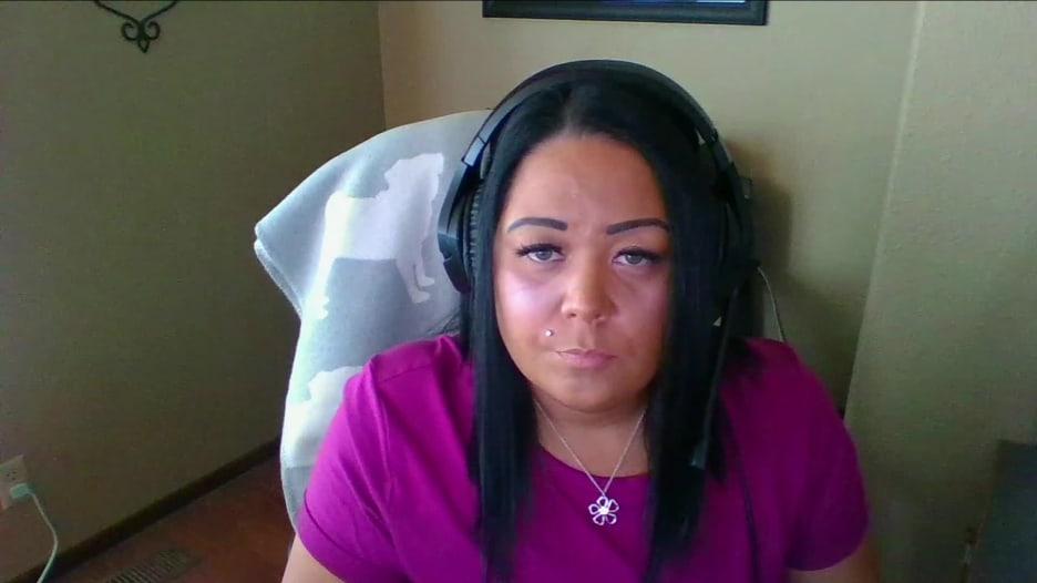 امرأة تعاني من فيروس كورونا منذ منتصف مارس..كيف تروي معانتها؟
