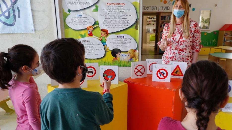 ما مدى سهولة إصابة الأطفال بفيروس كورونا ونشره للآخرين؟