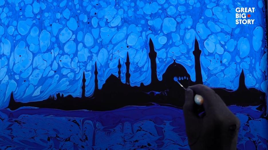 """""""إبرو"""".. فن قديم للرسم على الماء في تركيا"""