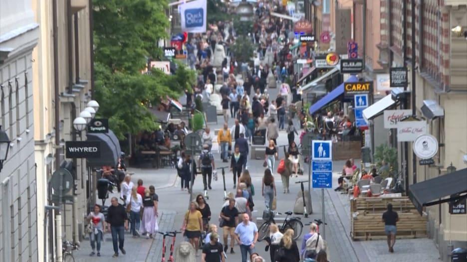 السويد تواجه أحد أعلى معدلات الحالات الجديدة بفيروس كورونا في أوروبا