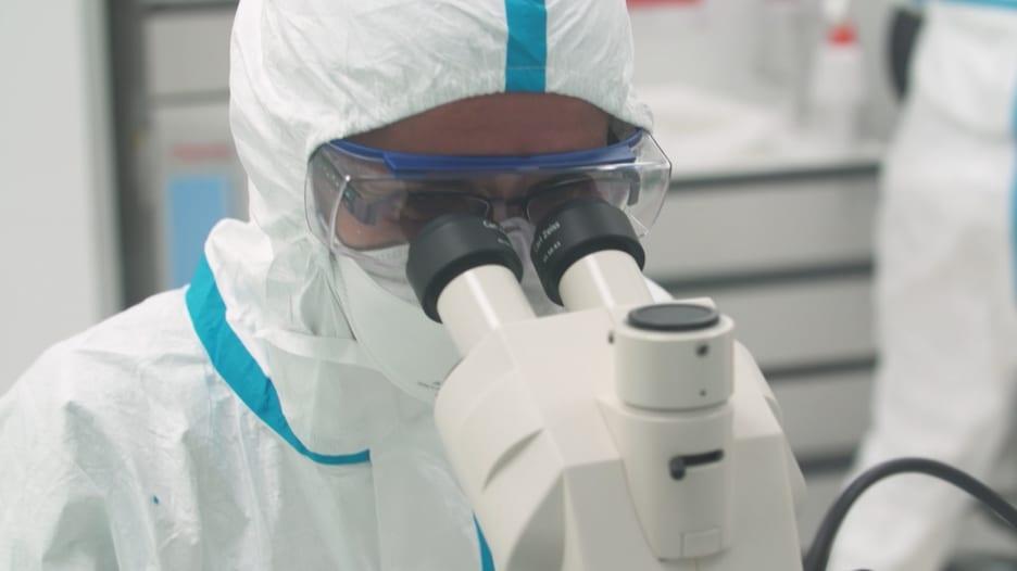 60 مليون لقاح بنهاية عام 2021 .. المملكة المتحدة تعتمد على هذا المختبر الفرنسي لتزويد البلاد باللقاحات