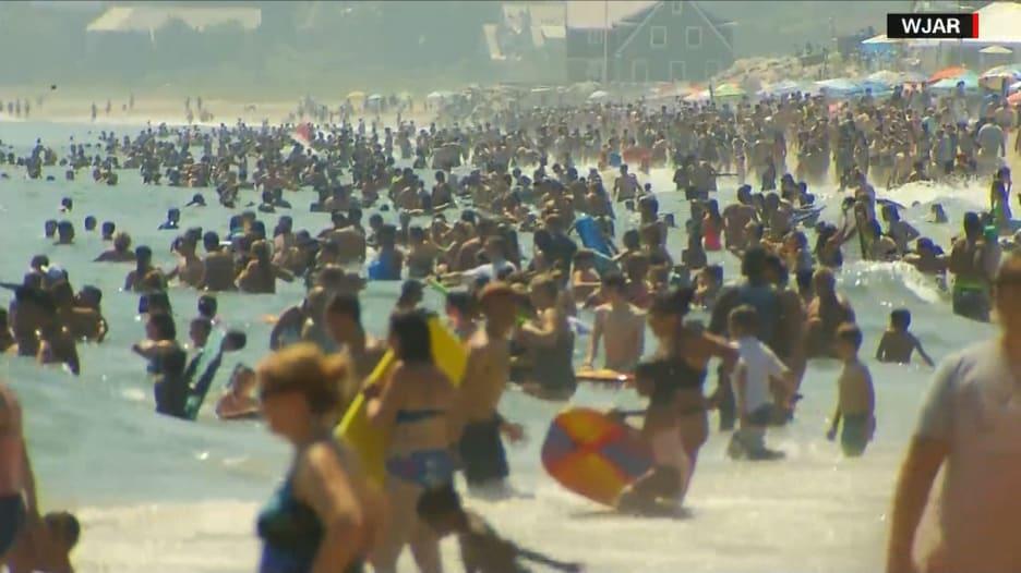 السلطات الصحية تحذر من مخاطر التجمعات الكبيرة للشباب في ظل كورونا