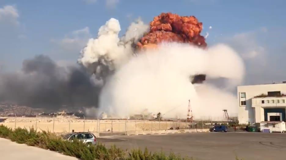 كاميرا CNN ترصد لحظة وقوع انفجار كبير في العاصمة اللبنانية بيروت