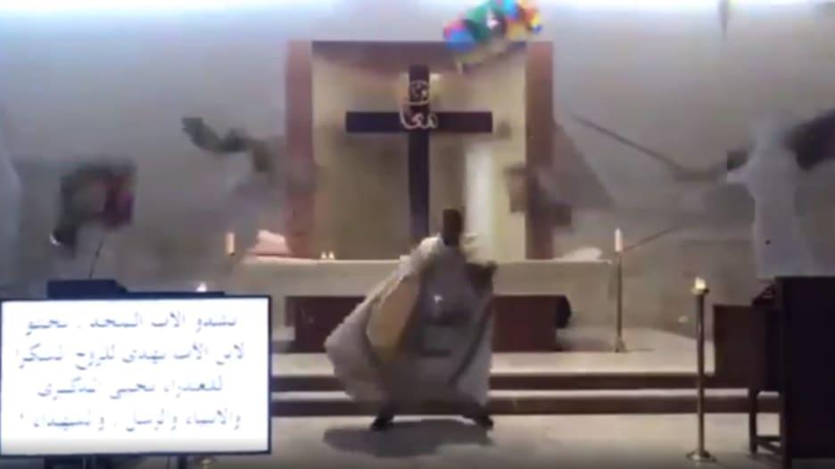 من داخل كنيسة.. كاميرا ترصد لحظة وقوع انفجار بيروت أثناء إقامة قداس