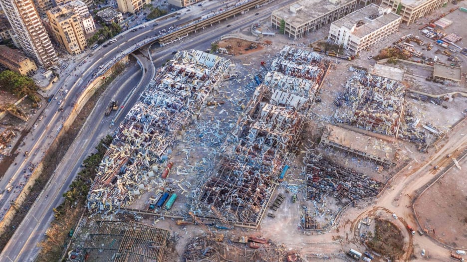 """""""لقد كانت مجزرة"""".. شهود عيان يصفون انفجار مرفأ بيروت المدمر"""