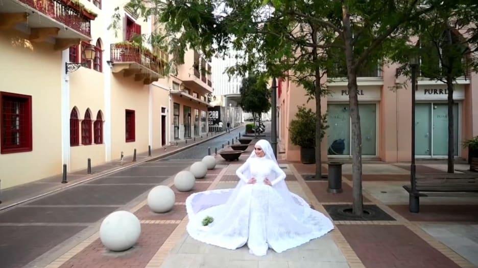 في مقابلة مع CNN.. العروس إسراء سبلاني تصف لحظات الدمار في انفجار بيروت