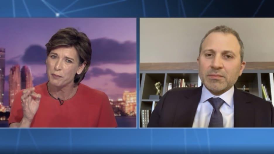 مواجهة بين مذيعة CNN وجبران باسيل: أنت تجسد الفساد بالنسبة لملايين اللبنانيين.. فكيف رد؟