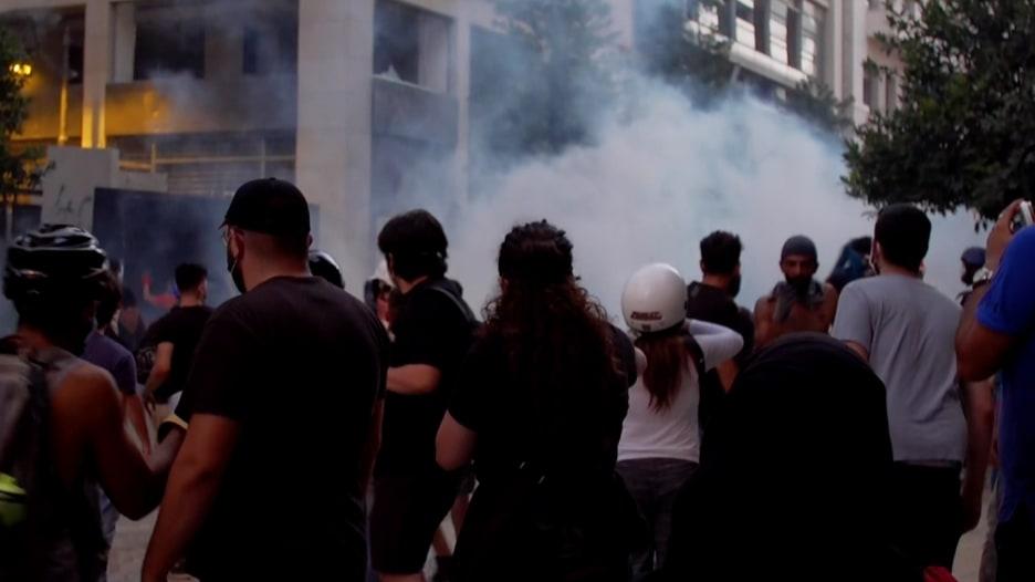 متظاهرو لبنان يستهدفون المبان الحكومية لحمل المسؤولين على الاستقالة