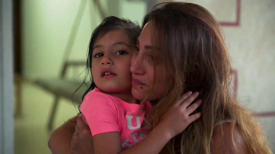 عائلات لبنانية تبحث عن ذويها بين حطام انفجار مرفأ بيروت