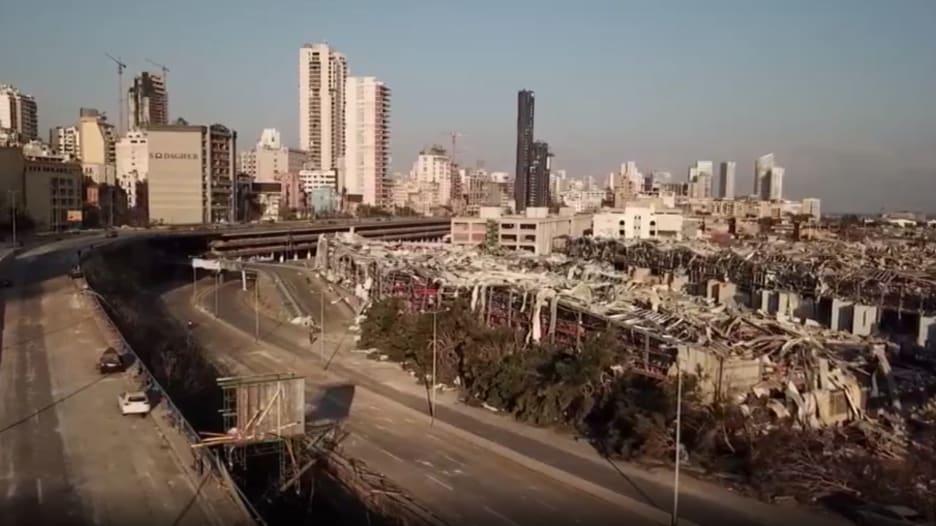 على أنغام فيروز.. لبنانيون: نحن باقون ولن نترك بلدنا للصوص