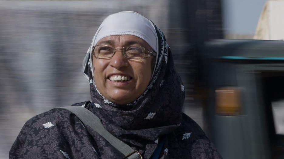 هذه المرأة في مهمة لإنهاء شلل الأطفال في باكستان