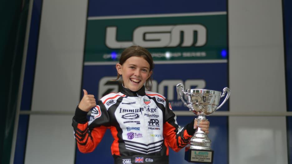 إيلا ستيفنز.. طفلة بعمر 13 عاماً تتنافس لتكون أول سائقة فورمولا 1 في فيراري