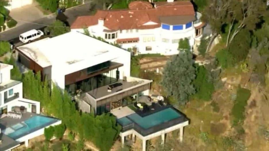 لمنع انشتار كورونا.. عمدة لوس أنجلوس يقطع الكهرباء في منزل أقيمت فيه حفلة مزدحمة