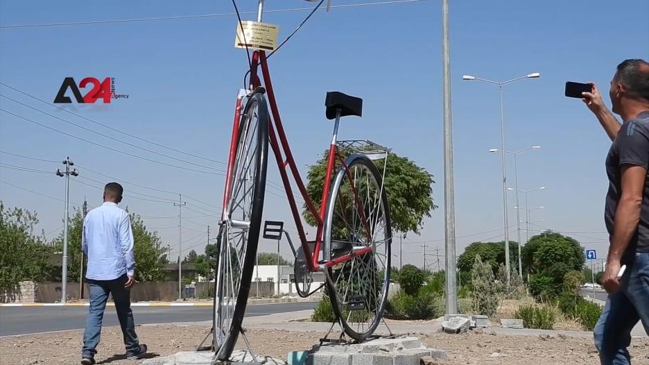 دراجة هوائية عملاقة في السليمانية تجذب الأنظار.. ما قصتها؟