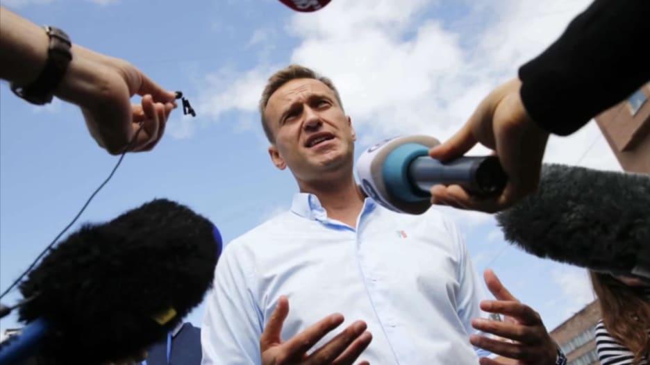 """بعد """"عملية تسميم"""".. المعارض الروسي أليكسي نافالني يفيق غيبوبة اصطناعية"""