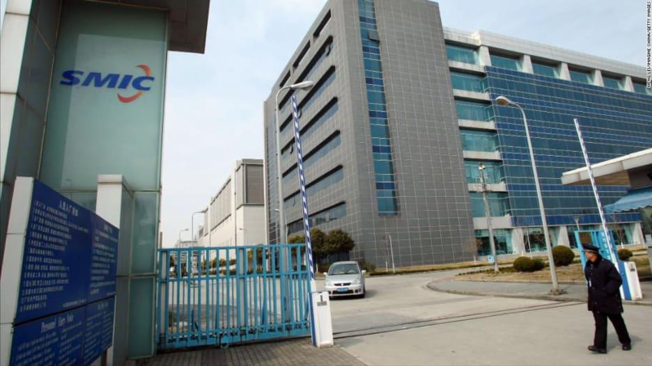 أمريكا تدرس فرض قيود على أكبر مصنع شرائح في الصين