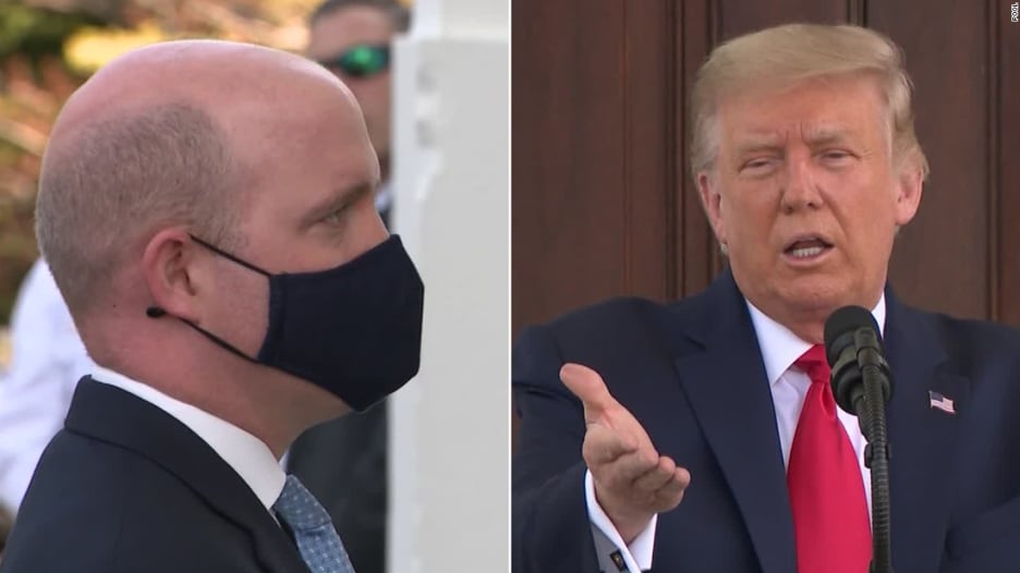 شاهد كيف رد صحفي على ترامب عندما طلب منه خلع الكمامة