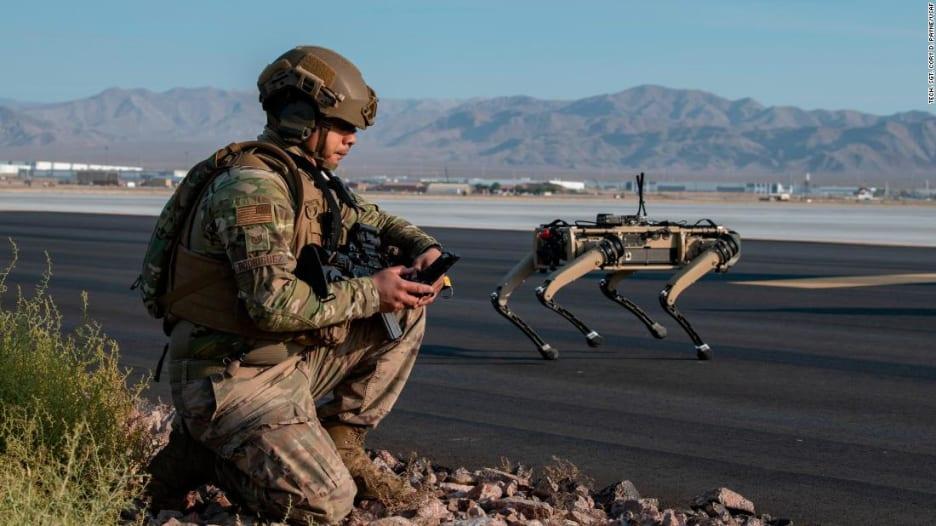 """بالفيديو: سلاح جديد لدى الجيش الأمريكي.. كلاب روبوتية """"ذكية وفتاكة"""""""