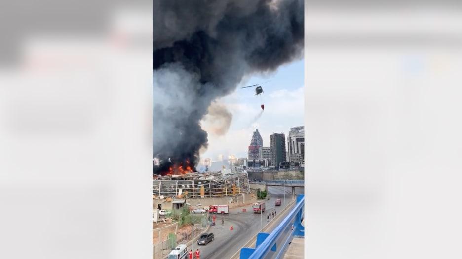 شاهد.. مروحيات عسكرية لبنانية تحاول السيطرة على حريق مرفأ بيروت الجديد