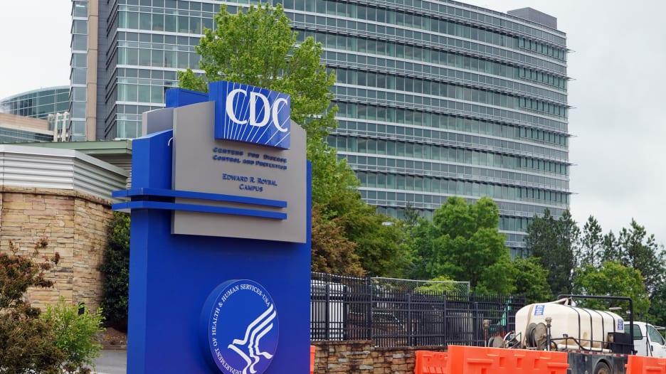 بعد أيام من تغييره.. مراكز السيطرة على الأمراض تعود لتوجيهها السابق حول انتشار كورونا جوا