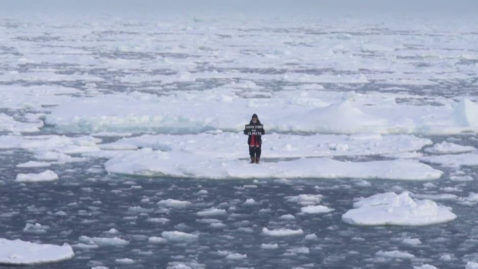 """""""أمر مرعب"""".. مراهقة تنظم إضرابًا في القطب الشمالي من أجل المناخ"""
