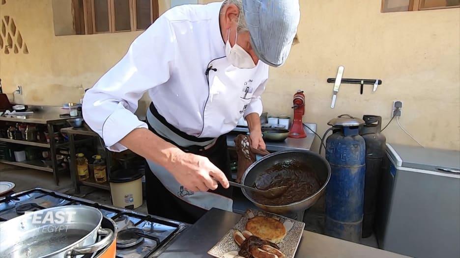 بمدرسة للطهي في الفيوم.. شيف سويسري يكرس حياته للمطبخ المصري