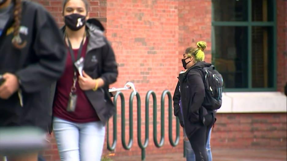 """وفاة طالب من فيروس كورونا """"تهز"""" جامعة أمريكية"""