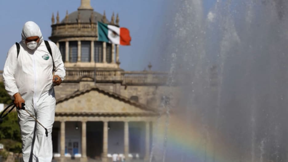 مكسيكي يصاب بفيروسي كورونا والإنفلونزا معا.. والأطباء في حالة قلق