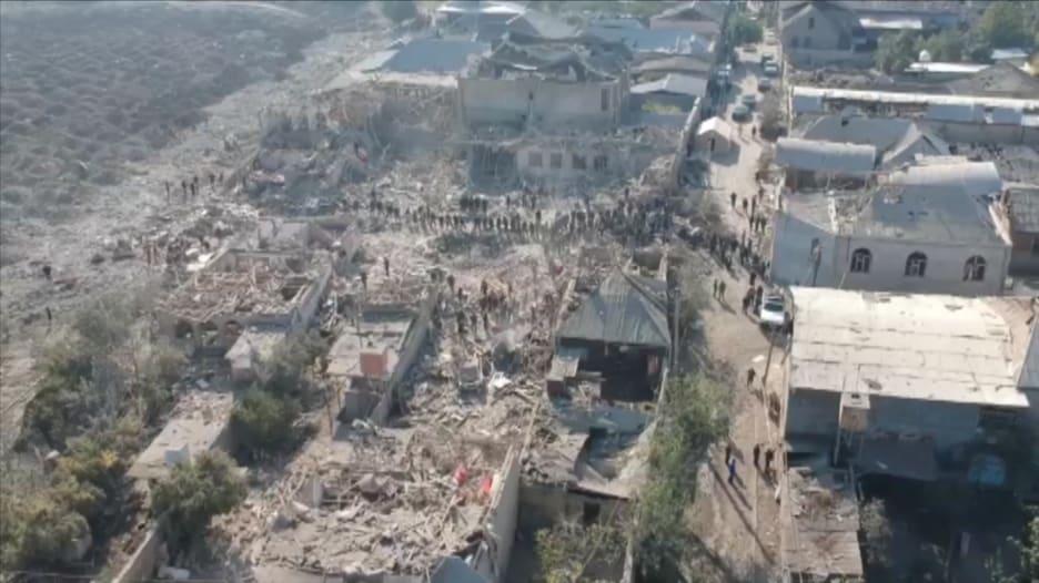 بالفيديو.. هذا هو الدمار الذي خلفه إطلاق صاروخ على غانجا بأذربيجان