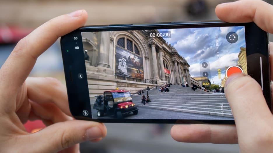 قبل أن تشتري هاتف أبل الجديد.. نظرة تفصيلية على آيفون 12 وآيفون 12 برو