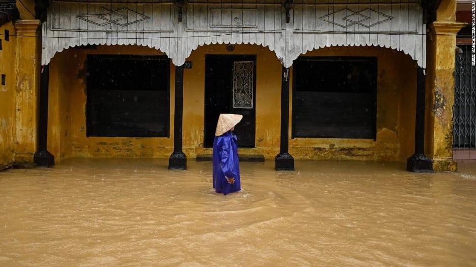 201020222225-02-vietnam-floods-super-169.jpg