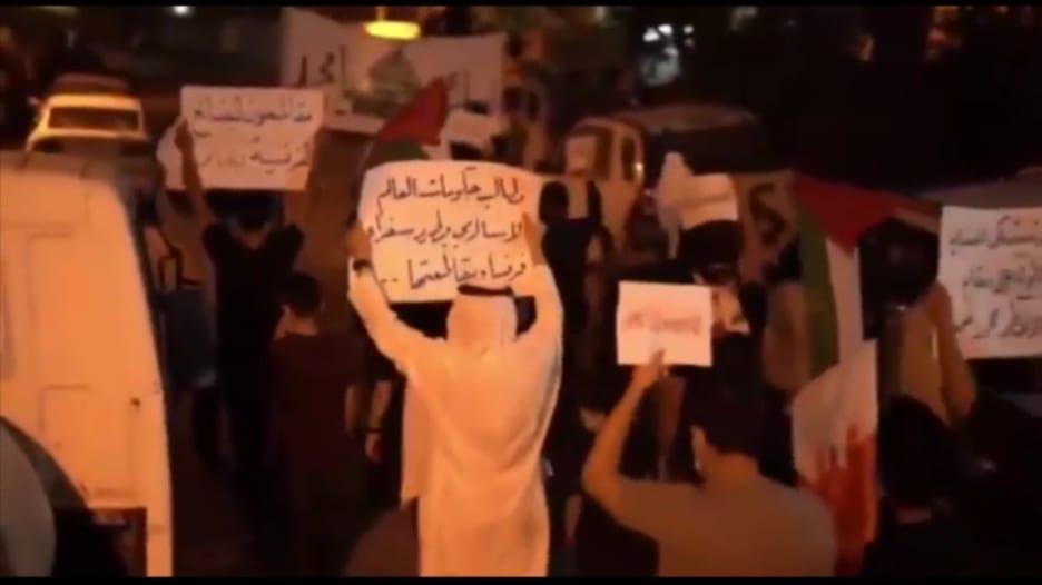 شاهد.. احتجاجات ضد ماكرون في لبنان والبحرين