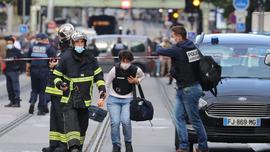 شاهد.. اللحظات الأولى لهجوم الطعن في كنيسة نوتردام في نيس الفرنسية