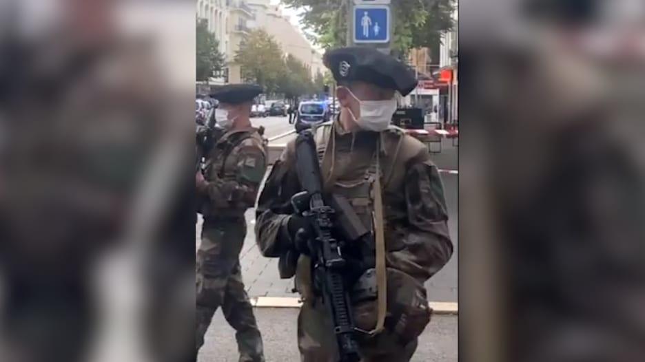 بعد هجوم الطعن في فرنسا.. جنود مدججون بالأسلحة ينتشرون في الشوارع