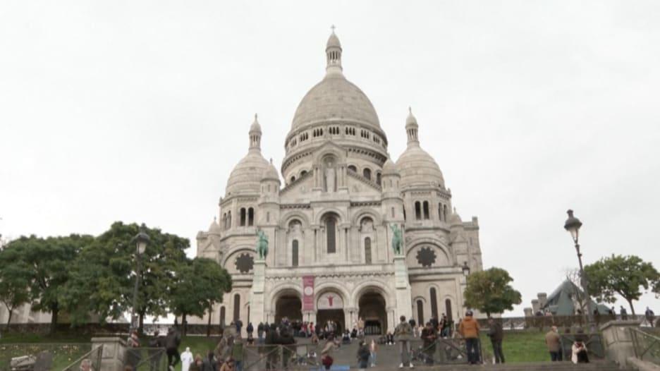 قرع أجراس الكنائس حول فرنسا تكريماً لضحايا هجوم نيس